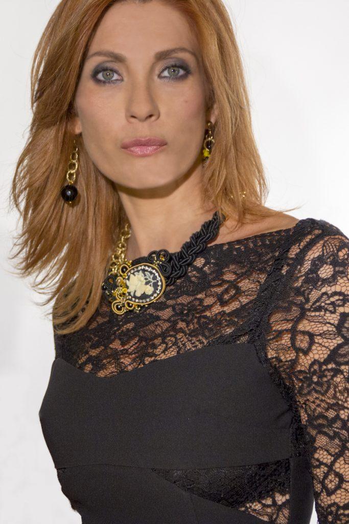003-Milena Miconi con un gioiello Daniela Moretti